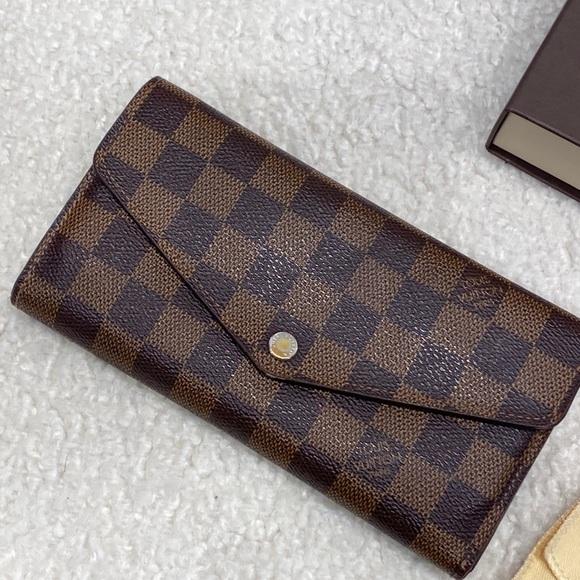 Authentic Louis Vuitton Sarah wallet in DE